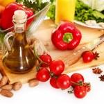 verduras frescas y aceite de oliva — Foto de Stock