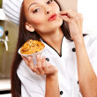 Female chef holding  food. - Foto Stock