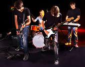 Tocando la guitarra grupo. — Foto de Stock