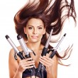 Womholding iron curling hair. — 图库照片 #13336639
