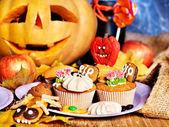 Mesa de halloween com truque ou deleite — Fotografia Stock