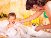 Mother and daughter washing in bath. — Stock Photo