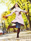 Vrouw herfst vacht buiten dragen. — Stockfoto