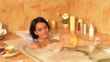 Woman take bubble bath. — Stock Video