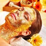 Woman getting facial mask . — Stock Photo
