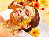 Woman getting facial mask . — Fotografia Stock