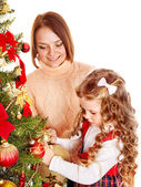 Mother with daughter decorate Christmas tree. — Zdjęcie stockowe