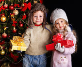 Kid with Christmas gift box. — Stock Photo
