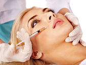 Doctor woman giving botox injections. — Stockfoto