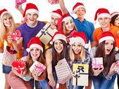 Skupina a vánoční stromeček. — Stock fotografie