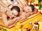 Hombre y mujer relajante en spa. — Foto de Stock