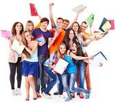 Skupina studentů s notebookem. — Stock fotografie