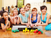 Kvinnor i aerobics klass. — Stockfoto