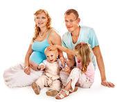 Kobieta w ciąży z rodziną. — Zdjęcie stockowe