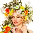 donna con make up e di fiori — Foto Stock