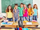 坐在教室的学校儿童. — 图库照片