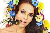 žena s květina a motýl. — Stock fotografie