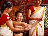 Kobieta o ayurveda leczenia uzdrowiskowego. — Zdjęcie stockowe