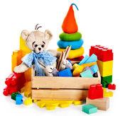 Kinderen speelgoed met teddybeer en kubussen. — Stockfoto