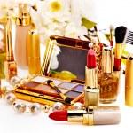 Decorative cosmetics and flower. — Stock Photo