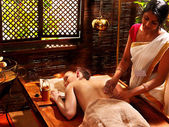 Woman having Ayurvedic spa treatment. — Foto Stock