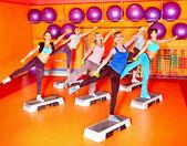 Donne in classe di aerobica. — Foto Stock