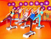 Donne in classe di aerobica. — Foto Stock