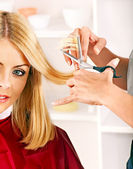 Woman in hairdressing salon. — Stock Photo