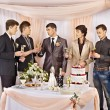 Group at wedding table. — 图库照片