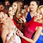 groep mensen dansen op feestje — Stockfoto