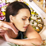 Woman applying moisturizer. — Stock Photo #29032237