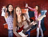 Group people with guitar. — Stock Photo