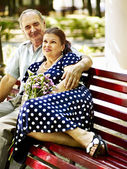 Old couple sit on bench. — Stock Photo