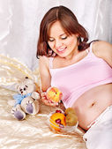 Pregnant woman holding teddy bear . — Stockfoto