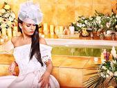 Mujer con vestido de boda. — Foto de Stock