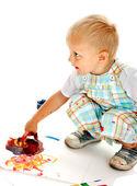 Niño pintura por la pintura de dedo. — Foto de Stock