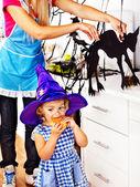 Aile halloween gıda hazırlama. — Stok fotoğraf