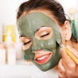 Clay facial mask in beauty spa. — Foto Stock #32533953