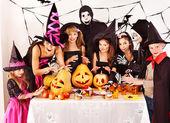 Festa di halloween con i bambini. — Foto Stock