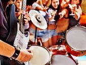 Grup insanlar iskambil drum. — Stok fotoğraf