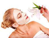Kobieta z maseczka na twarz. — Zdjęcie stockowe