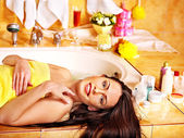 žena doma relaxační koupel. — Stock fotografie