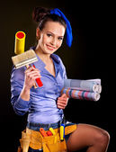 Builder woman witn wallpaper. — Stock fotografie