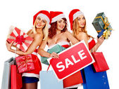 Girl in Santa hat holding Christmas gift box. — Stockfoto