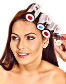 女性着用髪カーラーの頭の上. — ストック写真