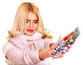 Vrouw met pillen en tabletten. — Stockfoto