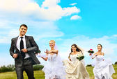 Brides and groom summer outdoor — Stock Photo