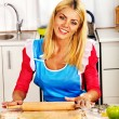 Young woman cooking at kitchen. — Stockfoto