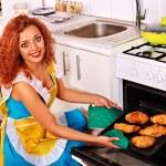 Woman bake cookies — Stock Photo