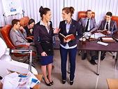 Pessoas de negócios do grupo no escritório. — Foto Stock